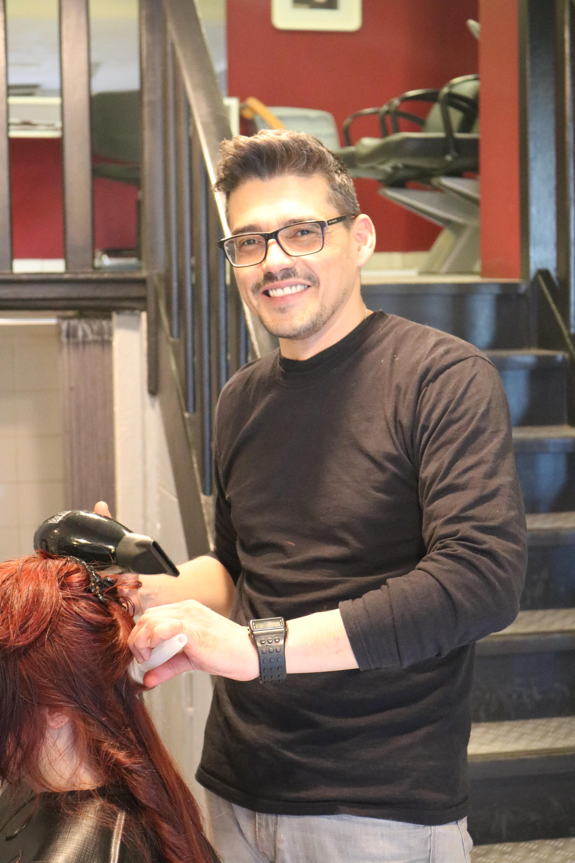 le coiffeur mc cration cest avant tout michal mika pour la plupart des clientes et clients un passionn de coiffure mais aussi un homme attentionn - Meilleur Coloriste Montpellier